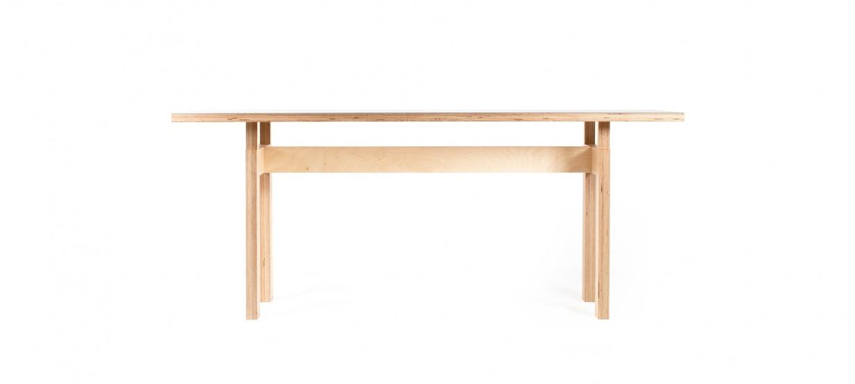 Table design LC inspiré de la célébre de table de Le Corbusier. Disponible sur mesure.